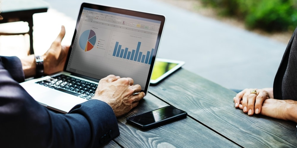 12 Business Metrics Caterers Need to Track [Infographic + Article]