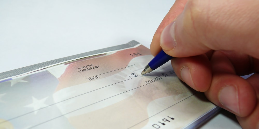 How to Do Payroll Manually Versus With Software